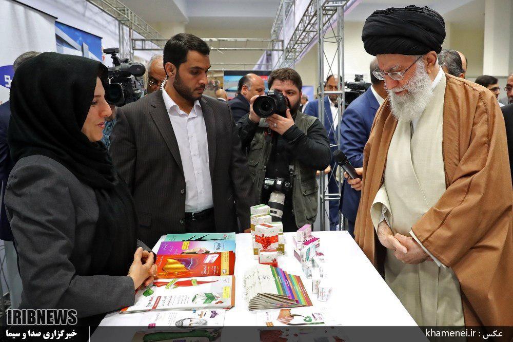 بازدید رهبر معظم از غرفه داروسازی امین در نمایشگاه کالای ایرانی